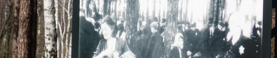 Photo des Juifs hongrois dans le Birkenwald hier et aujourd'hui (photo Maël Bouloy - mars 2011)