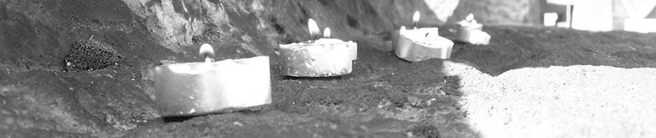 Au pieds du Monument mémorial de Birkenau
